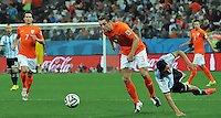 SAO PAULO - BRASIL -09-07-2014. Enzo Perez (#8) jugador de Argentina (ARG) disputa un balón con Stefan De Vrij (#3) jugador de Holanda (NED) durante partido de las semifinales por la Copa Mundial de la FIFA Brasil 2014 jugado en el estadio Arena de Sao Paulo./ Enzo Perez (#8) player of Argentina (ARG) fights the ball with Stefan De Vrij (#3) player of Netherlands (NED) during the match of the Semifinal for the 2014 FIFA World Cup Brazil played at Arena de Sao Paulo stadium. Photo: VizzorImage / Alfredo Gutiérrez / Contribuidor