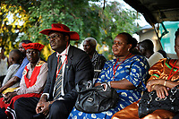 ZAMBIA Barotseland , Zambezi floodplain , Kuomboka ceremony in Limulunga, the Lozi king Lubosi Imwiko II. also called Litunga, change his lower land residence after raining time with the royal bark Nalikwanda to his upper land palace in Limulunga,  guest and entourage  / SAMBIA Barotseland , Flutebene des Zambezi Fluss , Kuomboka Fest in Limulunga, der Lozi Koenig, Litunga, in seiner Residenz in Limulunga, Gaeste und Gefolgschaft