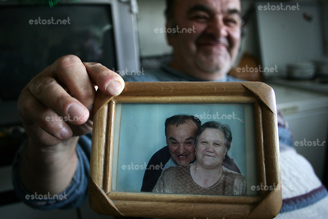 "SERBIA, Belgrade, Jan. 18, 2007..Milan Pjevalica  (60) refugee from Croatia, Knin holds a picture showing his wife and himself in his room in a refugee camp ""Krnjaca"" near Belgrade..© Djordje Jovanovic /EST&OST"