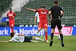 Zweikampf, Duell zwischen Yuya Osako (Werder Bremen) und Elvis Rexhbecaj (1. FC Koeln).<br /> <br /> Sport: Fussball: 1. Bundesliga:: nphgm001:  Saison 19/20: 34. Spieltag: SV Werder Bremen - 1. FC Koeln, 27.06.2020<br /> <br /> Foto: Marvin Ibo Güngör/GES/Pool/via gumzmedia/nordphoto