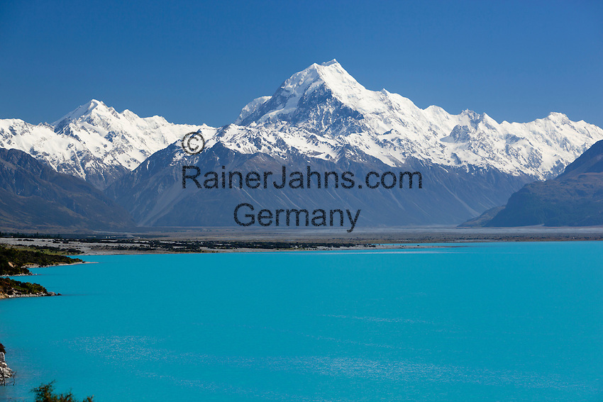 New Zealand, South Island, Canterbury region, Mount Cook National Park: Mount Cook and Lake Pukaki | Neuseeland, Suedinsel, Region Canterbury, Mount Cook National Park: Mount Cook und Lake Pukaki