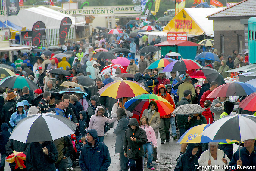 Rain affected the first day of the show with the cancelation of the grand parade for the first time since 1987.