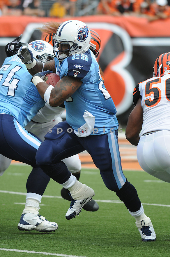 LENDALE WHITE, of the Tennessee Titans , in action during the Titans game against the Cincinnati Bengals in Cincinnati , Ohio on September 15, 2008..The Tennessee Titans won 24-10