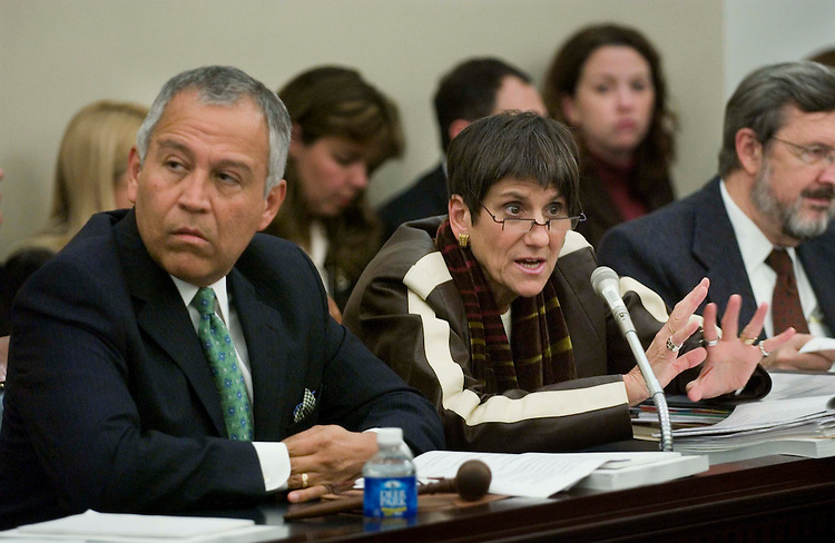 10/25/05.AGRICULTURE APPROPRIATIONS CONFERENCE COMMITTEE--House Appropriations Agriculture Subcommittee Chairman Henry Bonilla, R-Texas, and ranking Democrat Rosa DeLauro, D-Conn., during the meeting of House and Senate conferees to consider HR 2744, Fiscal 2006 Agriculture Appropriations. .CONGRESSIONAL QUARTERLY PHOTO BY SCOTT J. FERRELL