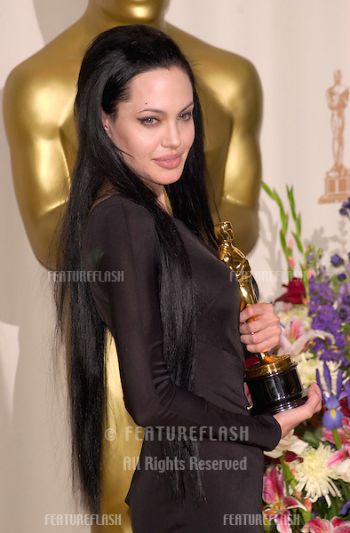 26MAR2000:  Best Supporting Actress ANGELINA JOLIE at the 72nd Academy Awards..© Paul Smith / Featureflash