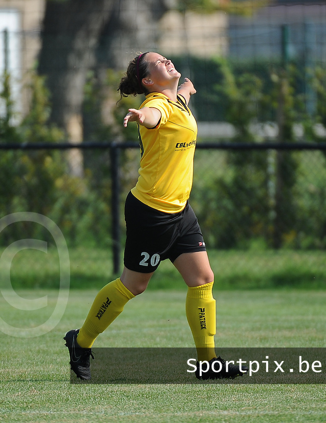20160827 - ZWEVEZELE , BELGIUM : Zwevezele's Celien Vandekerckhove celebrates her opening goal during the soccer match  in the 2nd round of the  Belgian cup 2017 , a soccer women game between SK Voorwaarts Zwevezele and RC Genk Ladies  , in Zwevezele , saturday 27 th August 2016 . PHOTO SPORTPIX.BE / DIRK VUYLSTEKE