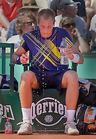 23-05-10, Tennis, France, Paris, Roland Garros, First round match, Thiemo de Bakker keeps the head cool with water
