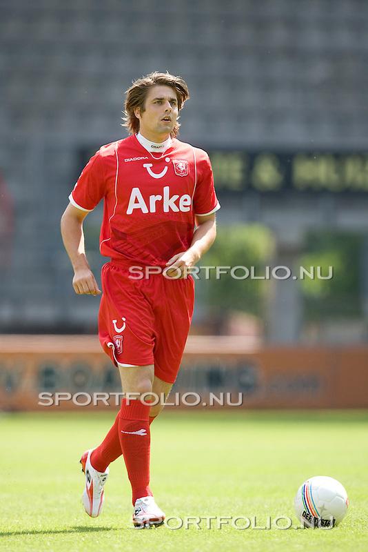 Nederland, Enschede, 6 augustus 2008.Seizoen 2008-2009.Persdag FC Twente.Niels Wellenberg van FC Twente in actie met de bal