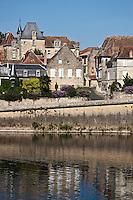 Europe/France/Aquitaine/24/Dordogne/Bergerac: Le Vieux Bergerac et les rives de la Dordogne  La vieille ville vue sur  les bords de la dordogne