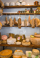 Italy, Piedmont, Stresa: Ristorante 'La Rampolina' district Campino di Stresa, local specialities - ham, sausages, cheese | Italien, Piemont, Stresa: Ristorante 'La Rampolina' im Ortsteil Campino di Stresa, lokale Spezialitaeten - Schinken, Wurstwaren und Kaese