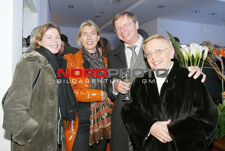Bogner in Hamburg<br /> Eroeffnung eines neuen Bogner-Stores am Rathausmarkt<br /> Besucher der Eroeffnung<br /> Foto &copy; nordphoto / Anja Heinemann<br />  *** Local Caption *** Foto ist honorarpflichtig! zzgl. gesetzl. MwSt.<br />  Belegexemplar erforderlich<br /> Adresse: nordphoto<br /> Georg-Reinke-Strasse 1<br /> 49377 Vechta