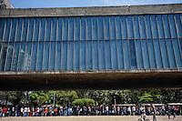 ATENCAO EDITOR FOTO EMBARGADA PARA VEICULO INTERNACIONAL - SAO PAULO, SP, 29 DE SETEMBRO 2012 - EXPOSICAO CARAVAGGIO MASP - Imagem da fila para visitar a exposição de Caravaggio no Masp, no centro de São Paulo, neste sábado, 29. FOTO: WILLIAM VOLCOV - BRAZIL PHOTO PRESS.