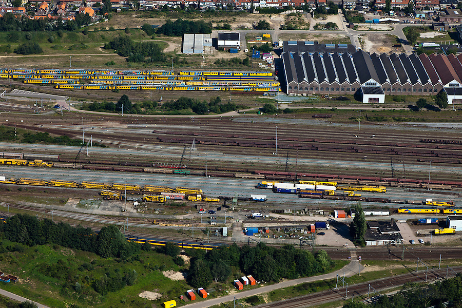 Nederland, Utrecht, Amersfoort, 06-09-2010; spooremplacement van station Amersfoort, rechtsboven Wagenwerkplaats.rail yards Amersfoort Station.luchtfoto (toeslag), aerial photo (additional fee required).foto/photo Siebe Swart