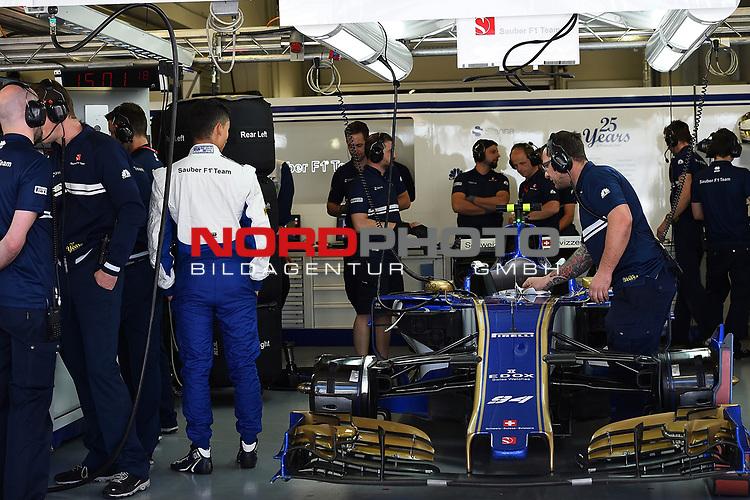 28.04.2017, Sochi Autodrom, Sochi, FORMULA 1 VTB RUSSIAN GRAND PRIX,  28.04. - 30.04.2017<br /> Pascal Wehrlein (GER#94), Sauber F1 Team wartet auf seinen Einsatz<br /> <br /> <br /> <br /> Foto &copy; nordphoto / Bratic