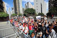SAO PAULO, SP, 26.09.2013 -Um grupo de 1mil moradores da Fazendinha Jardim Vista Alegre zona norte realiza um protesto em frente a Camara Municipal de Sao Paulo onde o Prefeito Fernando Haddad vai apresentar um Plano Diretor . (Foto: Adriano Lima / Brazil Photo Press)