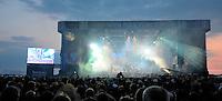 With Full Force XVI Festival Open Air - Roitzschjora / Löbnitz bei Leipzig - 40.000 metal heads join the biggest metal festival in eastern germany - ca 40.000 Besucher sind zur alljährlichen Ohrenmassage auf dem Segelflugplatz erschienen- im Bild: Hauptbühne beim Konzert am Abend . Foto: Norman Rembarz..