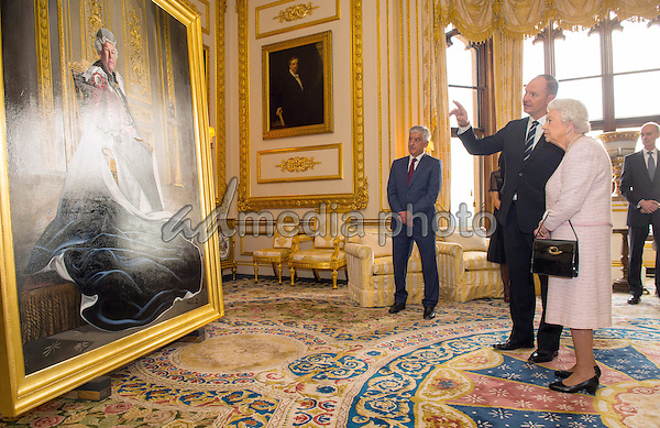 14 October 2016 - Windsor, Berkshire, UK - British artist Henry Ward shows Queen Elizabeth II his portrait of her, marking six decades of patronage to the British Red Cross, which has been unveiled at Windsor Castle in Berkshire. The Queen is the longest-serving patron of the charity, which supports people in crisis in the UK and overseas. Photo Credit: Alpha Press/AdMedia