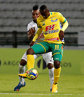 MANIZALES  -COLOMBIA. 26-OCTUBRE-2014. Juan Caicedo jugador del Atletico Huila en accion contra el Once Caldas . Juego entre los equipos Once Caldas y Atletico Huila  partido de la 16 fecha de La Liga Postobon II jugado en el estadio Palogrande .  /Juan Caicedo paler of Atletico Huila en Actions . Game between teams Atletico Huila and Once Caldas party 16 The date Postobon II League played at the stadium Palogrande .Photo:  VizzorImage / Santiago Osorio / Stringer