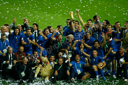 Jul 9, 2006; Berlin, GERMANY; Italy players and team staff pose for photos as defender (5) Fabio Cannavaro hoists the World Cup trophy beside coach Marcello Lippi after their 5-3 win over France on penalty kicks following a 1-1 draw after extra time in the final of the 2006 FIFA World Cup at the Olympiastadion, Berlin. Mandatory Credit: Ron Scheffler-US PRESSWIRE Copyright © Ron Scheffler