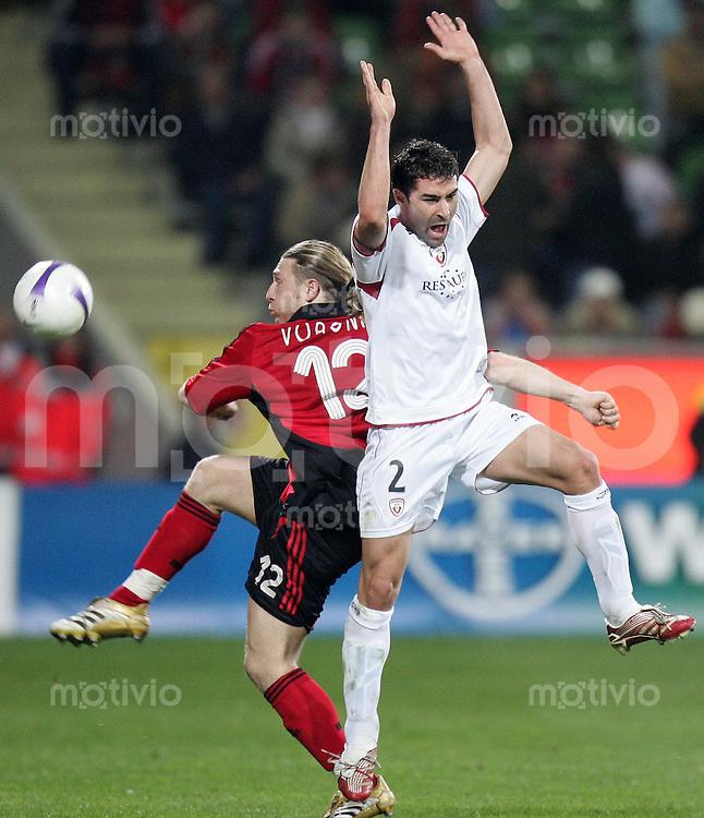 Fussball  UEFA Pokal  Viertelfinale  Hinspiel   Saison 2006/2007 Bayer 04 Leverkusen - CA Osasuna                Andriy VORONIN (li, Leverkusen) gegen Jose IZQUIERDO (re, AC)