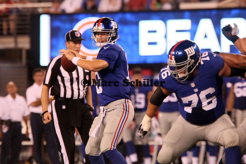 QB Eli Manning (Giants) wirft, G Chris Snee blockt