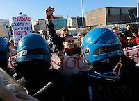Il Ministro Maria Elena Boschi Contestato a Napoli durante la presentazione della candidata asindaco di Napoli Valeria Valente<br /> nella foto gli scontri tra Manifestanti e Polizia