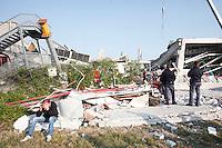 Alcune persone attendono di fronte le macerie dell'azienda Haemotronic di Medolla, rasa al suolo dalla scossa di terremoto di ieri 29 maggio 2012, per il riconoscimento del corpo di un operaio disperso recuperato oggi 30 Maggio 2012. ONE SHOT / INSIDEFOTO