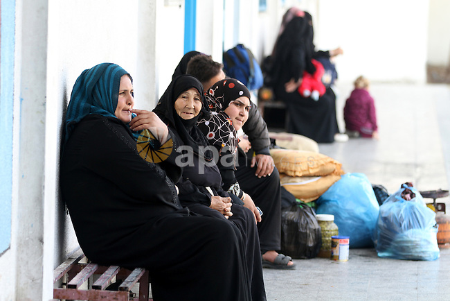 Displaced Palestinians from al-Atatra area, whose fled their house, gather in their temporary residence, at a United Nations-run school in Gaza City, on November 20, 2012. Israeli leaders discussed an Egyptian plan for a truce with Gaza's ruling Hamas, reports said, before a mission by the UN chief to Jerusalem and as the toll from Israeli raids on Gaza rose over 100. Photo by Majdi Fathi