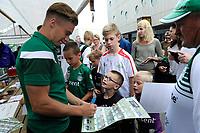 GRONINGEN - Voetbal, Open dag FC Groningen ,  seizoen 2017-2018, 06-08-2017,  FC Groningen speler Tom van Weert deelt handtekeningen uit