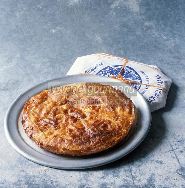 """Europe/France/Bretagne/56/Morbihan/Quiberon: Le Kouing Amann ou """"beurrée Riguidel"""" d'Yves Carzon de la boulangerie-pâtisserie """"Riguidel"""" 38 rue de Port-Maria -Stylisme Valérie Lhomme //  The Kouing Amann or """"beurrée Riguidel""""  Yves Carzon baker, the bakery """"Riguidel"""" 38 rue de Port-Maria-Valerie Lhomme Styling"""