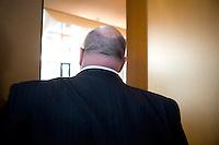 Bundesumweltminister Peter Altmaier (CDU) kommt am Donnerstag (31.10.13) im Umweltministerium in Berlin zu Koalitionsverhandlung.<br /> Foto: Axel Schmidt/CommonLens<br /> <br /> Berlin, Deutschland, Germany, politics, Koalitionsgespr&auml;che, Regierungsbildung, Umweltpolitik, Energiewende, grosse Koalition, gro&szlig;e Koalition<br /> <br /> Berlin, 31.10.13 German Environment Minister Peter Altmaier attend Coalition Negotiations.