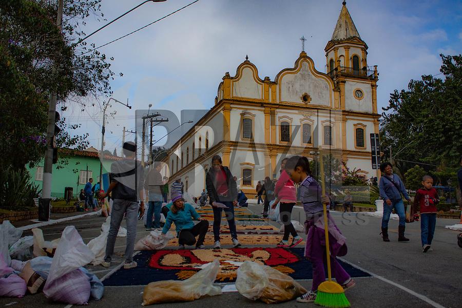 SANTANA DE PARNAÍBA, SP, 26.05.2016 - CORPUS-CHRISTI - Festa de Corpus Christi, na cidade de Santana de Parnaíba nesta quinta-feira, 26. (Foto: Adar Rodrigues/Brazil Photo Press)