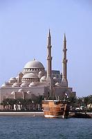 Vereinigte arabische Emirate (VAE, UAE), Sharja, Sharja Dhow Restaurant auf der Khalid Lagune, Moschee