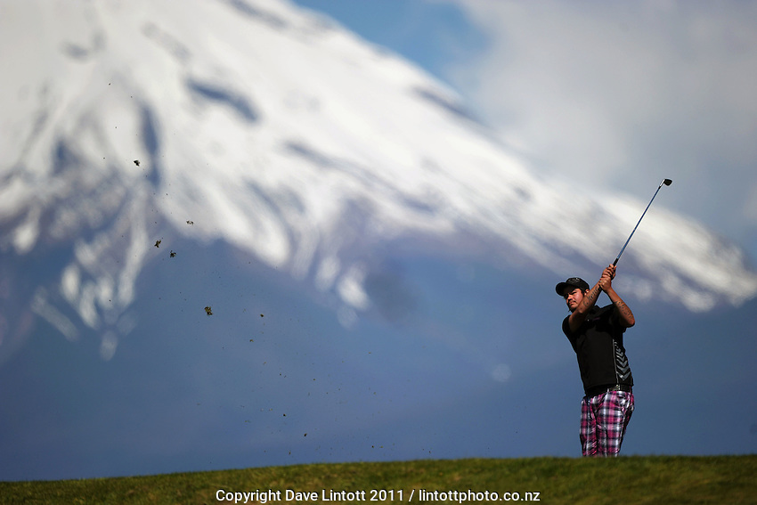 Kerry Otene tees off at the 9th during the Taranaki Open at Ngamotu Golf Club, New Plymouth on Thursday, 29 September 2011. Photo: Dave Lintott / lintottphoto.co.nz