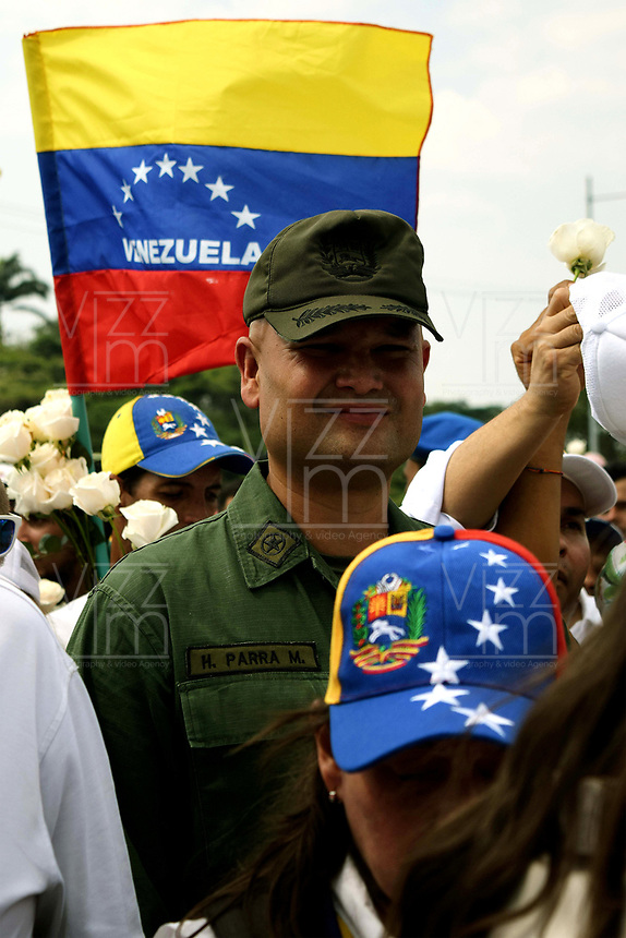 UREÑA- COLOMBIA, 23-02-2019: Un integrante de la Guardia Nacional Bolivariana (GNB) que desertó, en Ureña, Colombia. Hasta el momento no hay un número confirmado de cuántos miembros de la Policía Nacional Bolivariana de Venezuela o la Guardia Nacional Bolivariana han desertado. / A member of the Bolivarian National Guard (GNB) who defected, in Ureña, Colombia. So far there is no confirmed number of how many members of the Bolivarian National Police of Venezuela or the Bolivarian National Guard have defected.Photo: VizzorImage / Manuel Hernández / Cont.