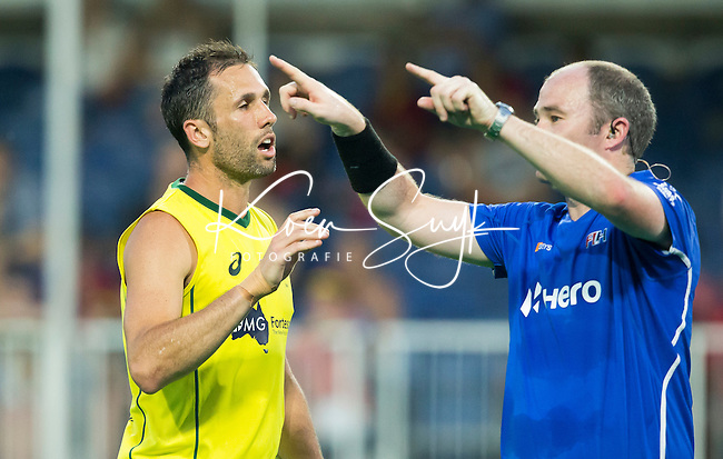ANTWERP -    Umpire Gareth Greenfield asks for a video umpire during  the  semifinal hockeymatch   Australia vs Great Britain (3-1) .  left Mark Knowles from Australia. WSP COPYRIGHT KOEN SUYK