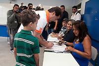 ATENCAO EDITOR IMAGEM EMBARGADA PARA VEICULO INTERNACIONAL - SAO PAULO, SP, 07 OUTUBRO DE 2012 -  ELEICOES SAO PAULO - PAULINHO DA FORCA - O candidato do PDT Paulo Pereira da Silva, o Paulinho da Forca e visto registrando seu voto na Escola Professor Edgar Pimentel Rezende, no bairro da Brasilandia regiao norte da capital paulista, neste domingo, 07. <br /> (FOTO: POLINE LYS / BRAZIL PHOTO PRESS).