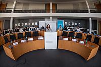 """Bundeskonferenz der """"Jungen Islam Konferenz"""" (JIK) vom 24. bis 26. Maerz 2017 in Berlin.<br /> Ca. 50 Junge Menschen verschiedener Religionen trafen sich zu der Bundeskonferenz im Deutschen Bundestag.<br /> Am Eroeffnungstag sprach die Staatsministerin fuer Integration, Aydan Oezoguz (SPD) zu den Konferenz-Teilnehmern (im Bild).<br /> 24.3.2017, Berlin<br /> Copyright: Christian-Ditsch.de<br /> [Inhaltsveraendernde Manipulation des Fotos nur nach ausdruecklicher Genehmigung des Fotografen. Vereinbarungen ueber Abtretung von Persoenlichkeitsrechten/Model Release der abgebildeten Person/Personen liegen nicht vor. NO MODEL RELEASE! Nur fuer Redaktionelle Zwecke. Don't publish without copyright Christian-Ditsch.de, Veroeffentlichung nur mit Fotografennennung, sowie gegen Honorar, MwSt. und Beleg. Konto: I N G - D i B a, IBAN DE58500105175400192269, BIC INGDDEFFXXX, Kontakt: post@christian-ditsch.de<br /> Bei der Bearbeitung der Dateiinformationen darf die Urheberkennzeichnung in den EXIF- und  IPTC-Daten nicht entfernt werden, diese sind in digitalen Medien nach §95c UrhG rechtlich geschuetzt. Der Urhebervermerk wird gemaess §13 UrhG verlangt.]"""