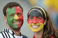 FUSSBALL  EUROPAMEISTERSCHAFT 2012   VORRUNDE Deutschland - Portugal          09.06.2012 Ein maennlicher Fan mit portugiesischer Gesichtsbemalung und ein weiblicher Fan mit deutscher Gesichtsbemalung