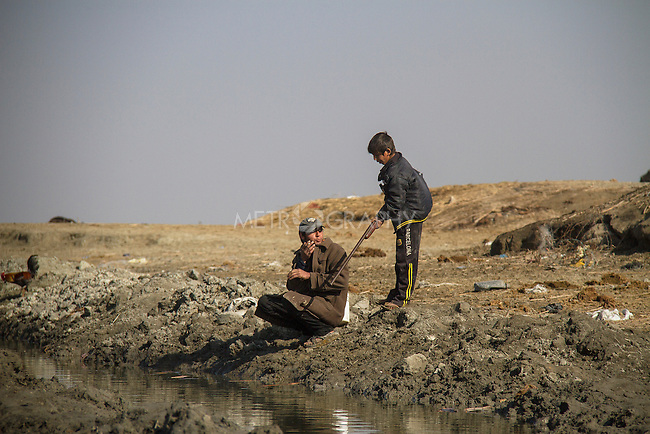 16/12/2015-Chbiash,Iraq-Hussain with his elder brother are hunting birds. Life in the marshes is based on sustainable hunting.
