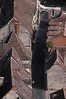 Europe/France/Midi-Pyrénées/46/Lot/Causse de Rocamadour/Rocamadour: Vue sur le village et la porte du Figuier depuis le chateau