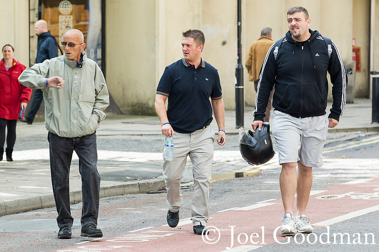 © Joel Goodman - 07973 332324 . 24/06/2011 . Blackburn, UK . EDL Leader, TOMMY ROBINSON ( aka Stephen Yaxley-Lennon ) arrives at Blackburn Magistrates Court to face charges in relation to an assault at an EDL demonstration in Blackburn on 2nd April 2011 . Photo credit : Joel Goodman