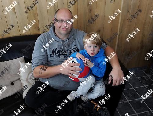 2014-04-14 / Volleybal / seizoen 2013-2014 / Steven Jacobs stopt na een carri&egrave;re van 26 jaar met volleybal. Hier met zijn zoontje.<br /><br />Foto: mpics.be