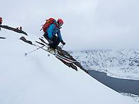 Mann kjører på ski ned mot Nuvsvåg i Loppa. ---- Man skiing.
