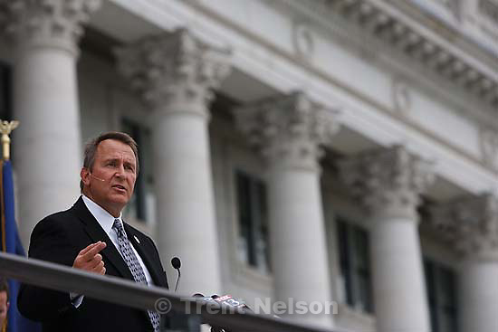 Salt Lake City - Backed by family members on the steps of the state capitol, Utah Attorney General Mark Shurtleff announced his run for the U.S. Senate Wednesday May 20, 2009, hoping to eliminate longtime GOP Senator Bob Bennett ..