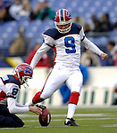 31 December 2006: Buffalo Bills kicker Rian Lindell (9) warms up prior to a game against the Baltimore Ravens at M&T Bank Stadium in Baltimore, Maryland. The Ravens defeated the Bills 19-7. Mandatory Photo Credit: Ed Wolfstein Photo.<br />