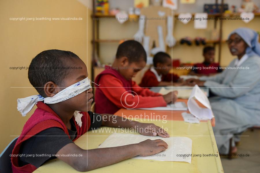 ETHIOPIA, Amhara, Gondar, school for blind children / AETHIOPIEN, Amhara, Gonder, Schule fuer blinde Kinder, blinder Junge Tibebu Fqadu 7 Jahre