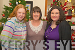 Laura Murphy with Catherine and Miriam O'Carroll at the Lissivigeen community alert Christmas Party in Darby O'Gill's on Friday night.   Copyright Kerry's Eye 2008