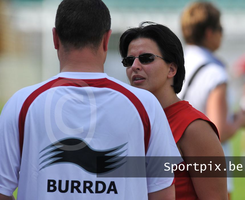 Hungary - Hongarije : UEFA Women's Euro Qualifying group stage (Group 3) - 20/06/2012 - 17:00 - szombathely  - : Hungary ( Hongarije ) - BELGIUM ( Belgie) :.assistent Bondscoach Tamara Cassimon.foto DAVID CATRY / JOKE VUYLSTEKE / Vrouwenteam.be.