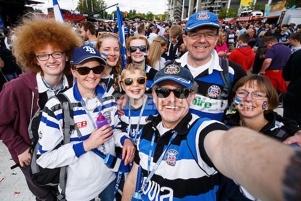 Bath Rugby supporters soak up the pre-match atmosphere. Aviva Premiership Final, between Bath Rugby and Saracens on May 30, 2015 at Twickenham Stadium in London, England. Photo by: Rogan Thomson for Onside Images